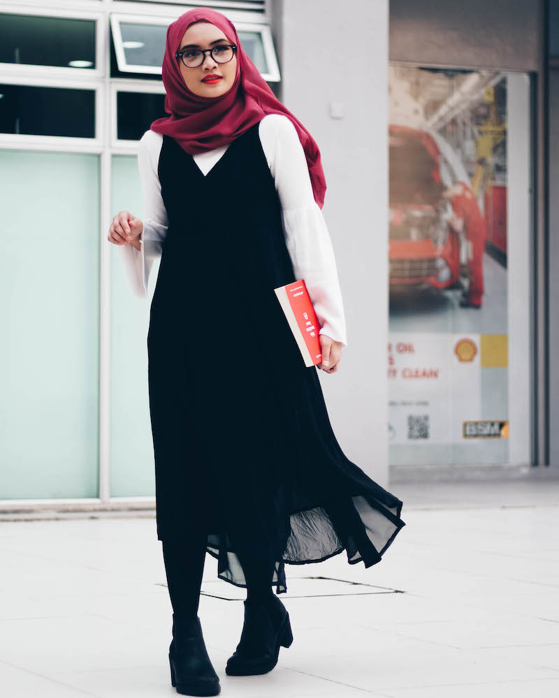Bash Harry, Bruneian Life & Style Blogger, reviews This Modern Love by Will Darbyshire with a 70s inspired outfit of the day (ootd)