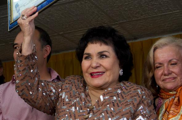 """""""Si la gente me lo pide, sería presidenta de México"""": Carmen Salinas"""