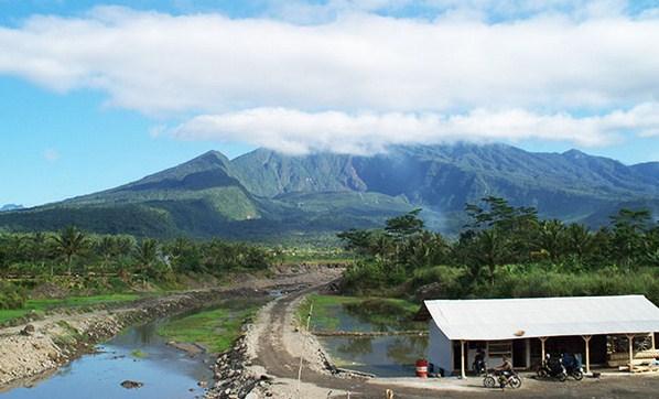 Pesona Keindahan Obyek Wisata Gunung Galunggung di Tasikmalaya Jawa Barat -  IhateGreenJello