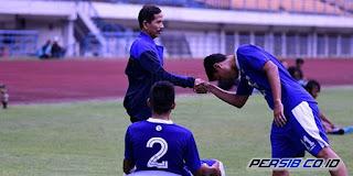 Djanur Hadir pada Sesi Latihan Persib Bandung di Stadion GBLA