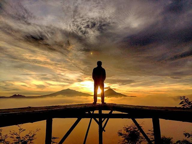 Punthuk Mongkrong, Spot Selfie Kece di Magelang Untuk Melihat Sunrise dan Sunset