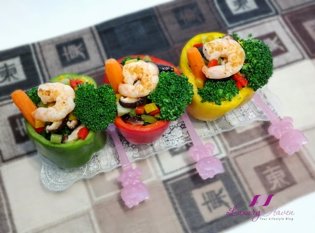 colourful shrimps bell peppers salad hello kitty fork