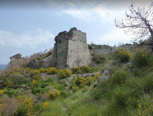 ruderi del forte di s stefano a vado ligure