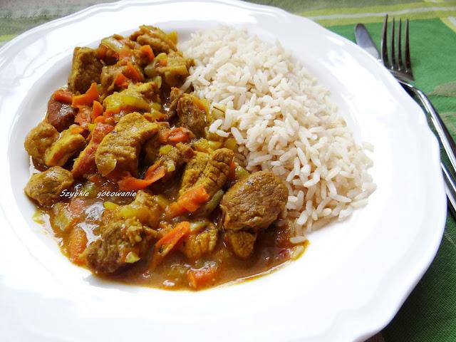 Gulasz wieprzowy curry