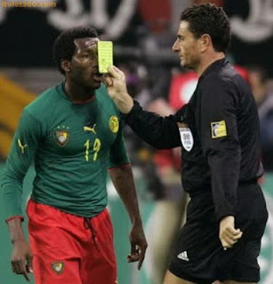 hình ảnh hài hước trong bóng đá, anh hai huoc phạt thẻ vàng