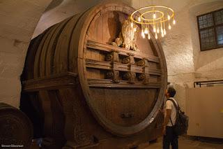 το Heidelberg Tun ( Großes Fass ), το μεγαλύτερο βαρέλι κρασιού στον κόσμο.