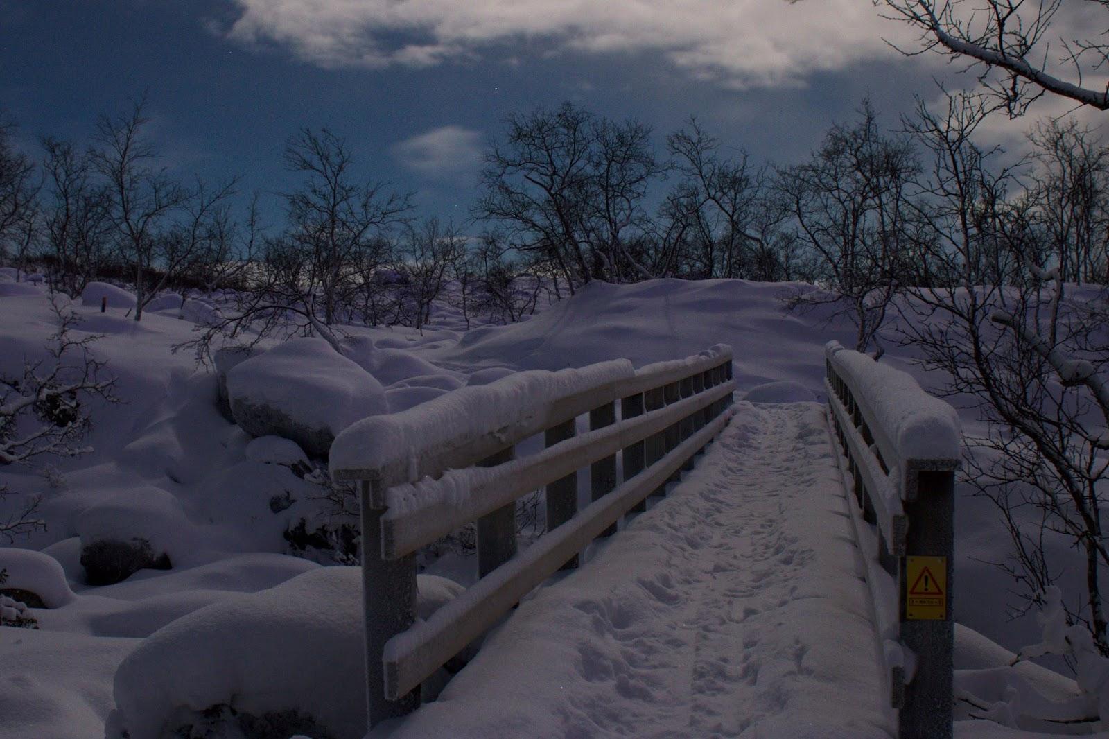 Tsahkaljoen ylittävä silta Tsahkaljärven tuntumassa