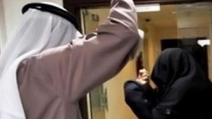 مصري يزوج زوجته لثري سعودي مقابل 45 الف جنية وموبايل