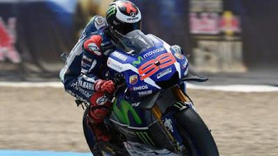 Lorenzo Salahkan Ban Belakang Karena Kalah dari Rossi