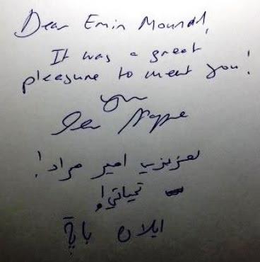 Illan Pappé autografa seu livro
