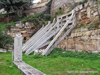 Relato da viagem à cidade de Atenas, na Grécia, sua área urbana e turística (Estádio Paratenaico, Acrópole, Ágora Antiga, Ágora Romana (Keramaikos e Biblioteca de Adriano).