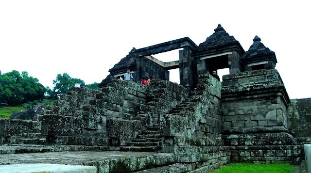Pesona Wisata Candi Istana Ratu Boko Jogja dan Misterinya