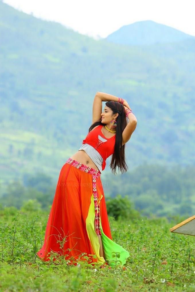 Bhanu Tripathi Hot Armpit And Deep Navel Hot Pics