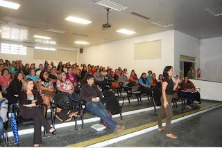 Profissionais da educação infantil da Ilha contaram com treinamento sobre uso do novo kit educacional
