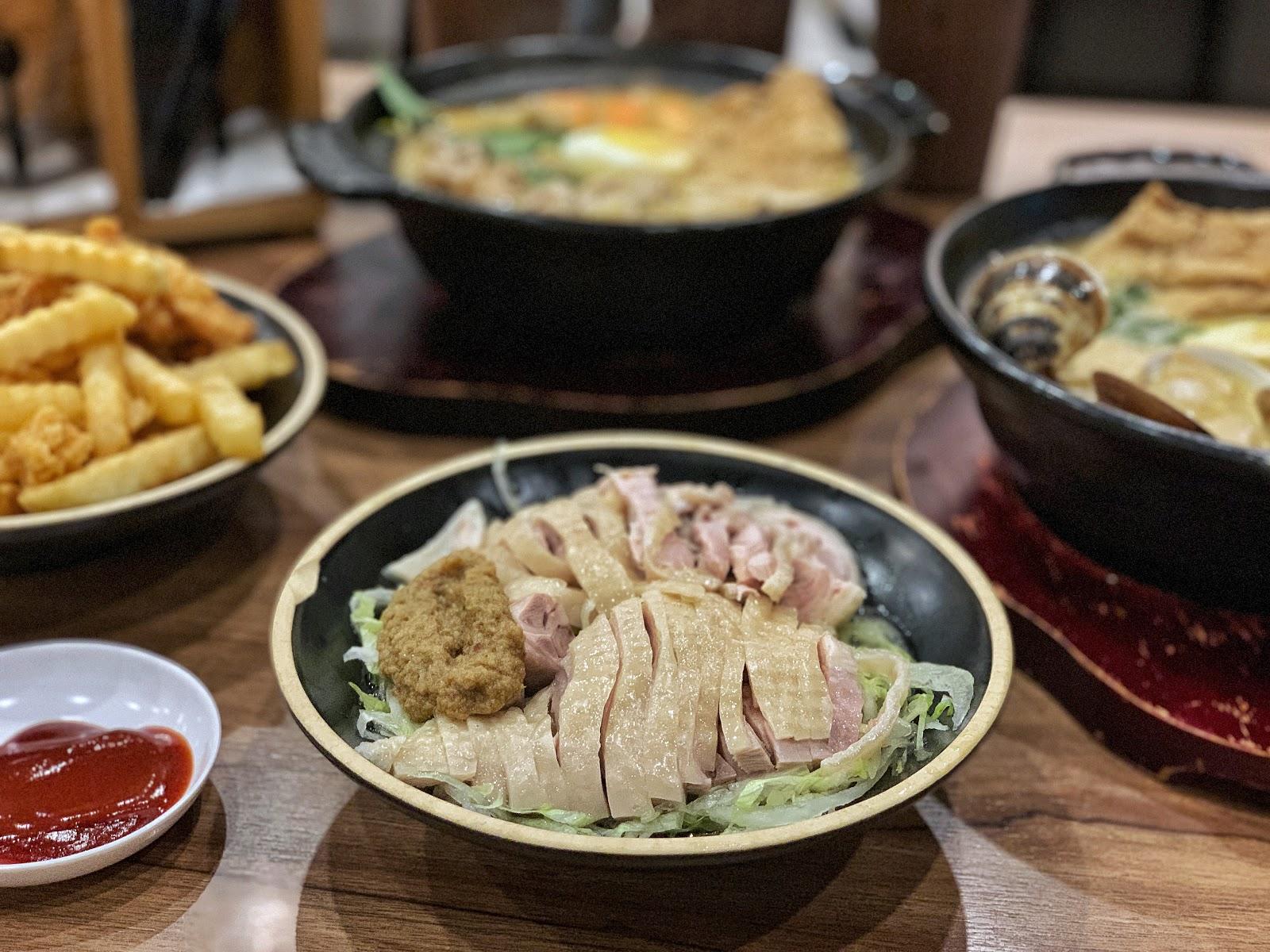 台南東區美食【寶貝老闆新加坡叻沙麵 東寧店】叻沙水晶雞