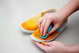 Kreasi Kerajinan Tangan, Mewarnai Sepatu Sendiri 4