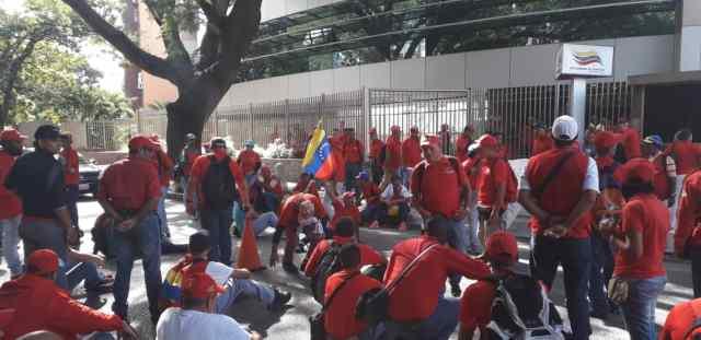 Trabajadores portuarios toman sede central de Bolipuertos para exigir reivindicaciones