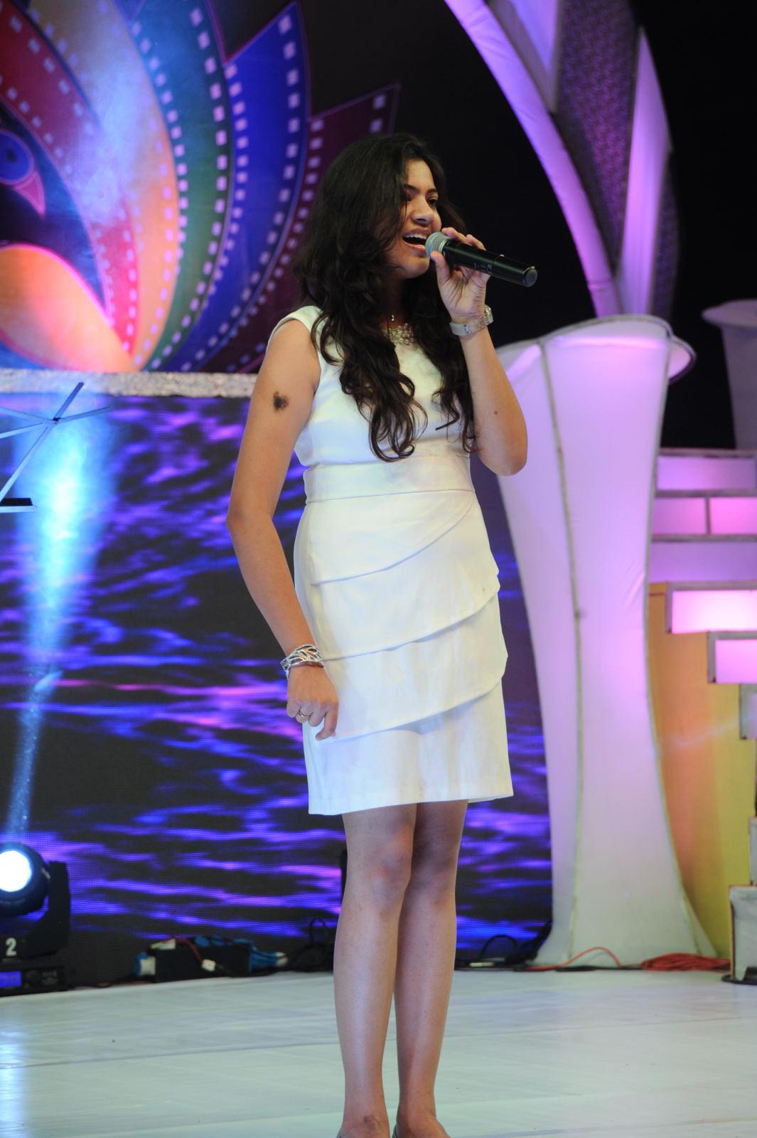 Geetha madhuri photos of performing at tollywood tv launch