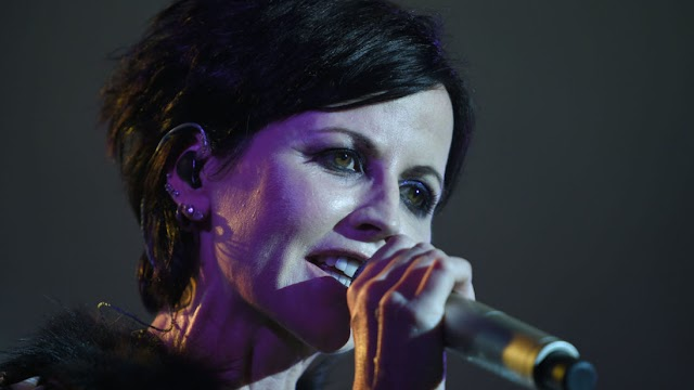 #Music : Celebrities React to Death of Cranberries Singer Dolores O'Riordan