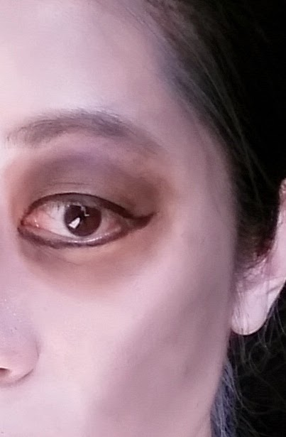 Glam zombie makeup 3 - eye shadow, eyeliner, face contouring