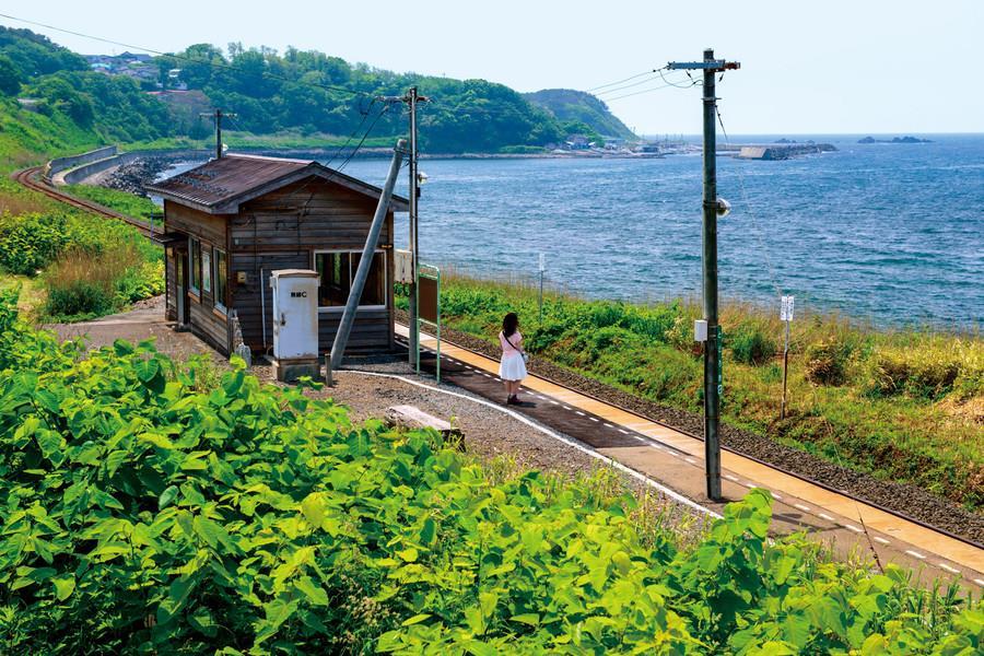 秘境駅 美麗的五能線 青森驫木站 一座小木屋一望無際的大海