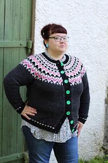 388546f1a618 Mönster; Riddari (ravelrylänk). Jisses vad jag gillar den här tröjan, jag  har velat sticka den hur länge som helst och efter Pers Riddari la jag upp  till ...