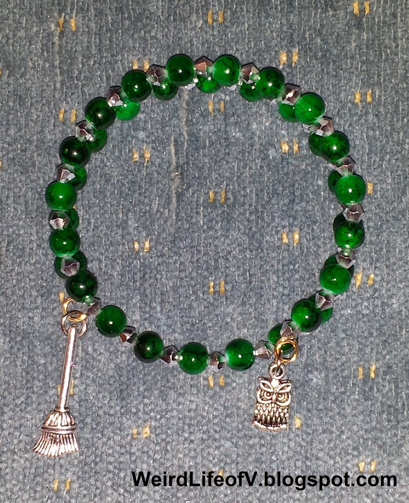 DIY: Harry Potter Slytherin inspired beaded memory wire bracelet