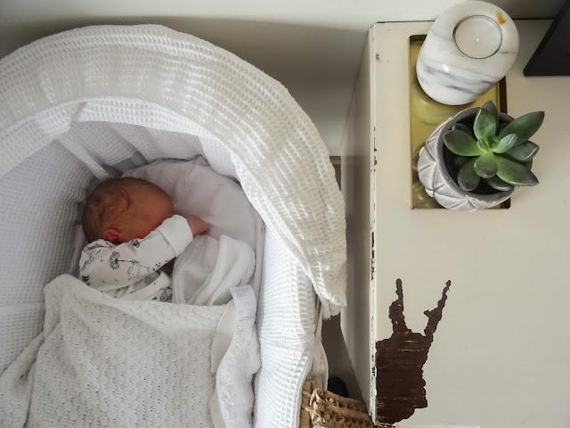 Vauva, Baby B, toinen lapsi, vauva, vastasyntynyt, ensimmäiset päivät, esikoinen, kuopus, taapero