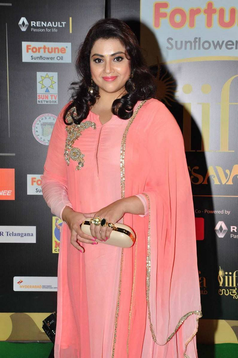 Meena Hot Photos At IIFA Utsavam Awards