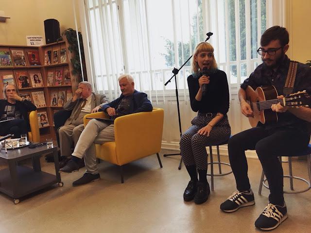 Family Friend v Knižnici Juraja Fándlyho v Trnave odohrali svoj akustický set.