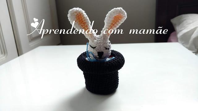 coelho em amigurumi, crochê, especial de páscoa, círculo, coelho dentro da cartola, artesanato