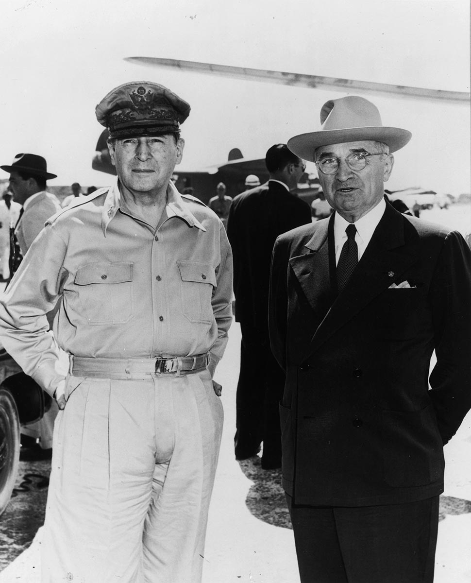"truman vs macarthur Truman had given ""the communists and their stooges what they always  wanted—macarthur's scalp"" so spoke the country's fastest-rising politician,  richard."