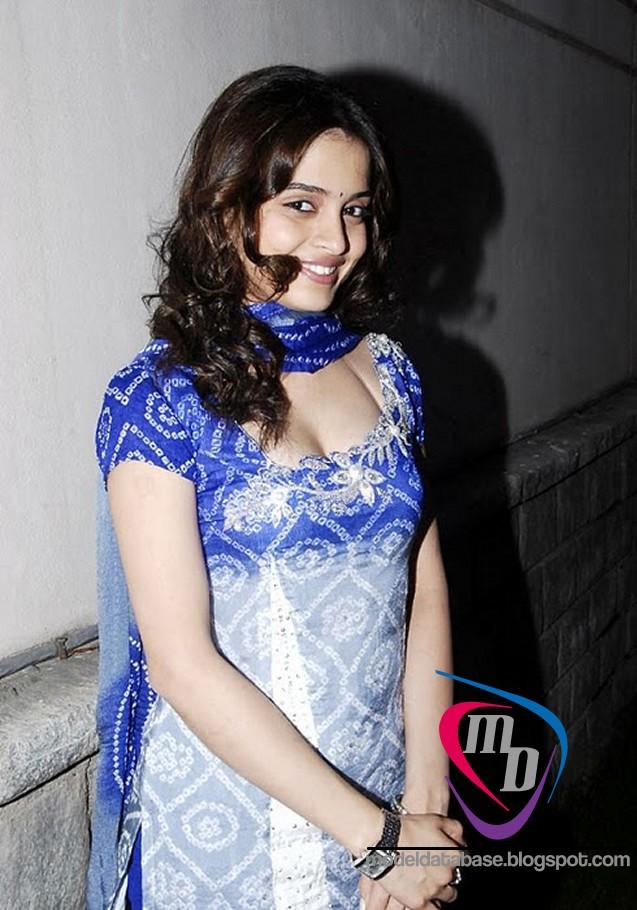 South Indian Teen Actress Sheena Shahabadi Hot As Hell In A Tight Churidar Must Watch Images