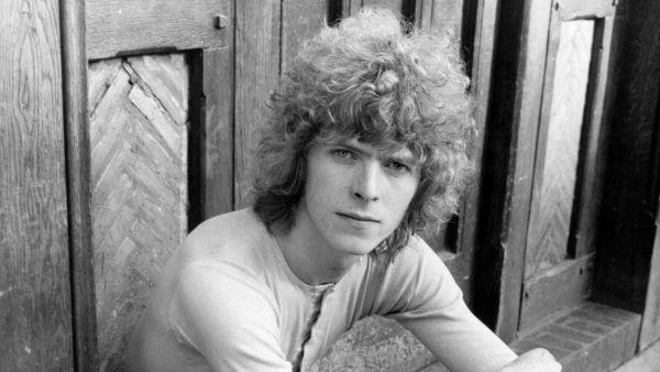 Bowie, en un posado promocional durante la década de los 60
