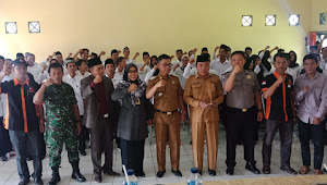 Dihadiri Camat Sumay, 65 Pengawas TPS Sumay Dilantik