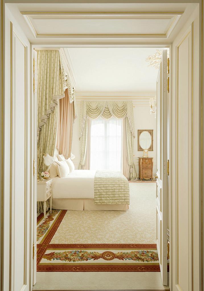 Decor inspiration cherry blossoms pink ritz paris for Hotel decor inspiration