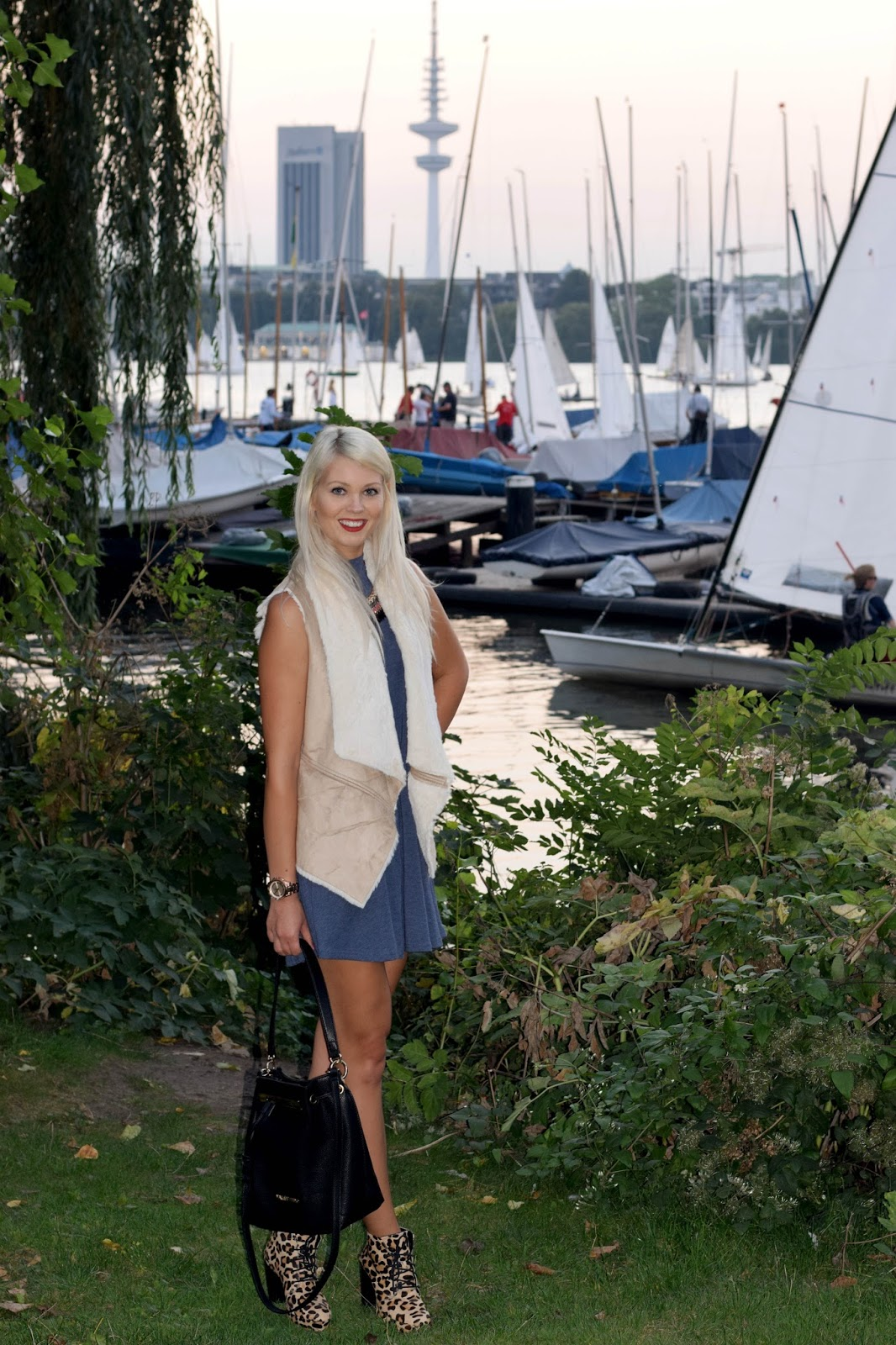 fall, summer to fall look, hamburg, alster, leopard boots, bershka, faux fur, german blondy