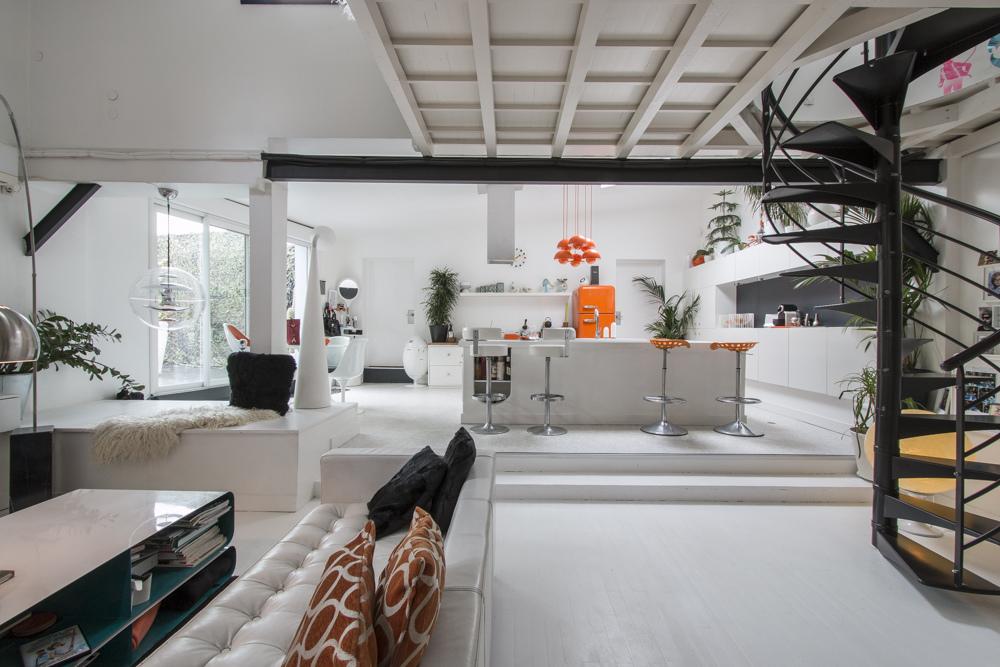 Apartamento tipo loft ultra moderno for Casa moderna tipo loft