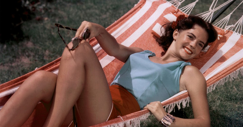 45 Beautiful Color Vintage Photos of Natalie Wood From Between the Late 1950s and 1960s