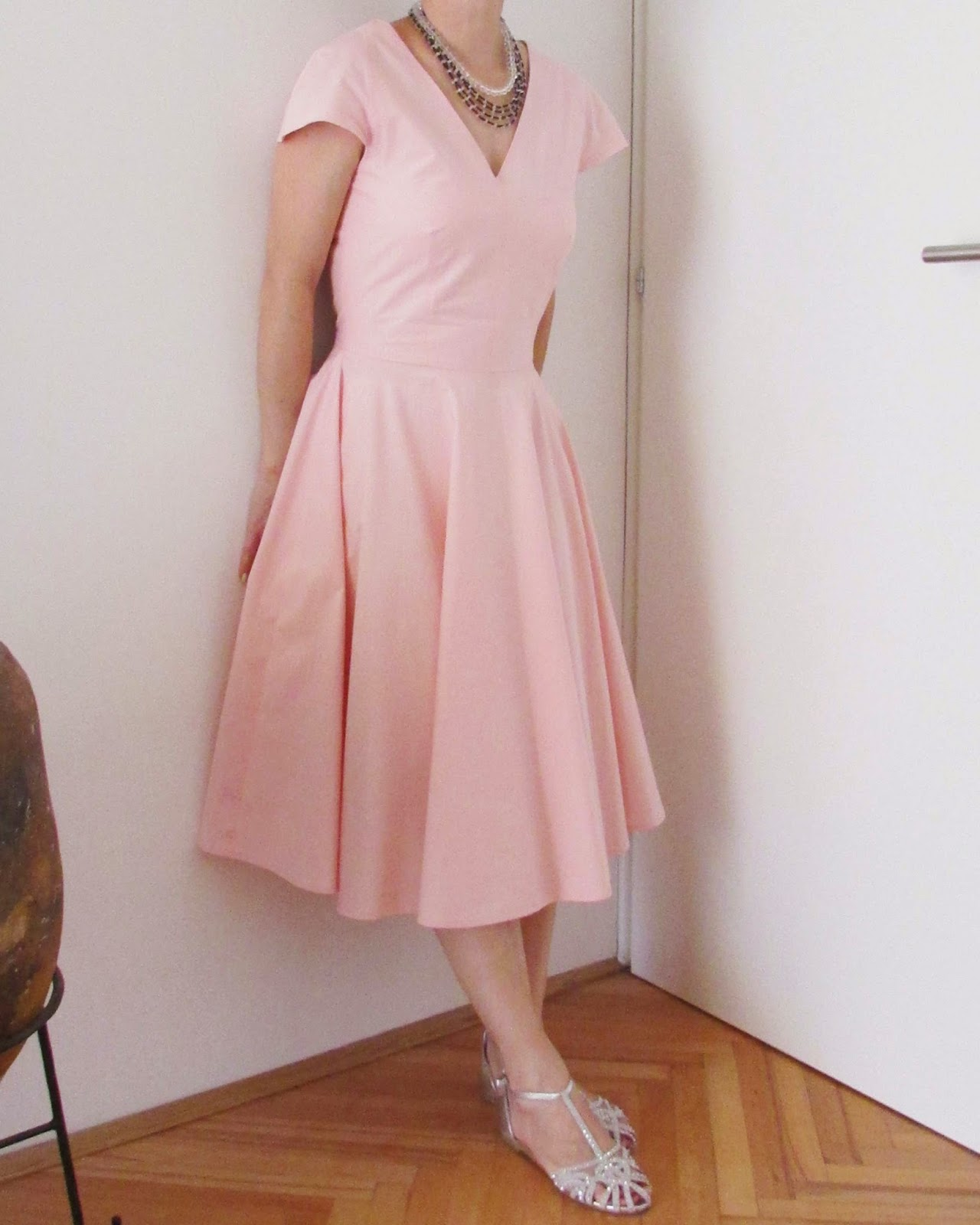 http://ladylinaland.blogspot.com/2014/08/ladylike-dress.html