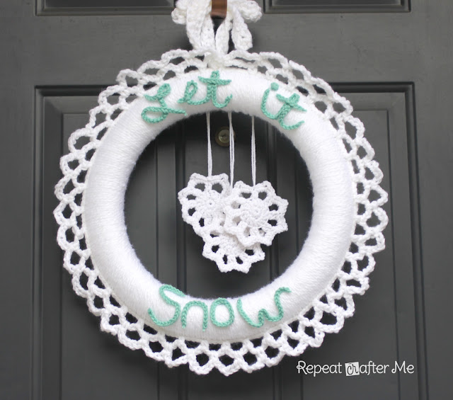 Cute Let it Snow Wreath by Repeat Crafter Me featured on Winter Wreaths at Remodelaholic.com