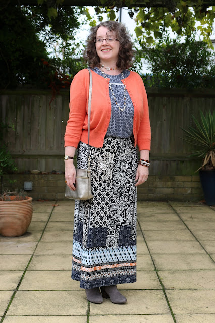 How to style your maxi skirt for Autumn: Pattern Mixing | Petite Silver Vixen