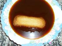 Mojando el bizcocho en café