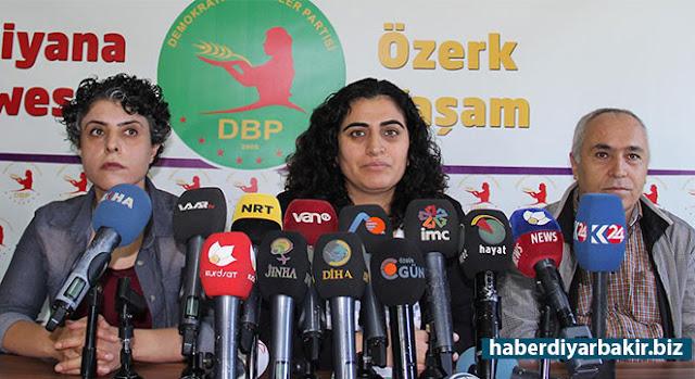 DİYARBAKIR-Cumhuriyet Başsavcılığınca hakkında, 'Silahlı terör örgütüne üye olmak' ve 'Terör örgütünün propagandasını yapmak' suçlamalarıyla soruşturma başlatılan DBP Eş Genel Başkanı Sebahat Tuncel, tutuklandı.