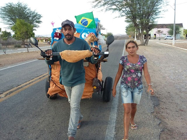 Moradores de rua viajam a pé durante 3 anos de São Paulo ao Ceará