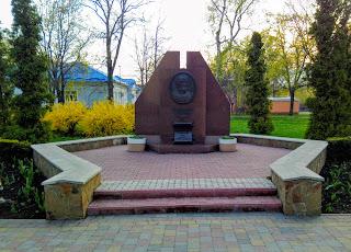 Миргород. Пам'ятник засновнику курорту І. А. Зубковському