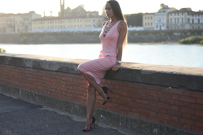 abito rosa scollo v