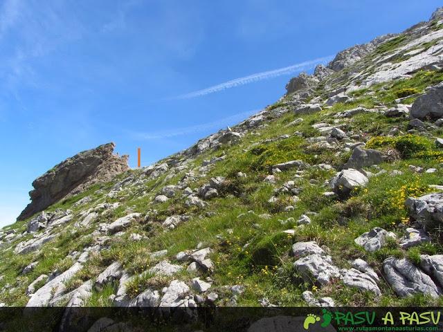 Piedra y jito en el camino al Escamellau