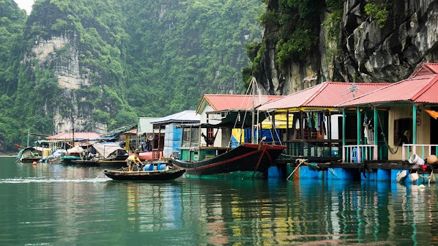 Family tours in Halong Bay - relaxing holiday in Vietnam 3