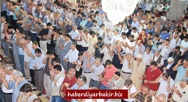 Diyarbakır'da bayram namazı eda edildi